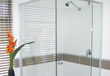 CUSTOM MADE SEMI-FRAMELESS GLASS SHOWER SCREEN