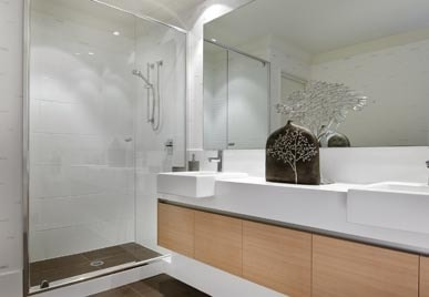 MADE TO MEASURE SEMI-FRAMELESS GLASS SHOWER SCREEN