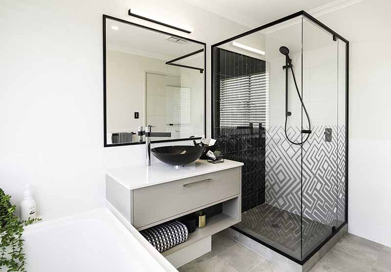 BLACK SHOWER SCREEN CUBICLE WITH PRINTED GLASS DESIGN